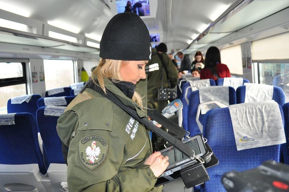 """Из Украины в ЕС выезжает на 68% больше, чем въезжает — """"Укрзализныця"""""""