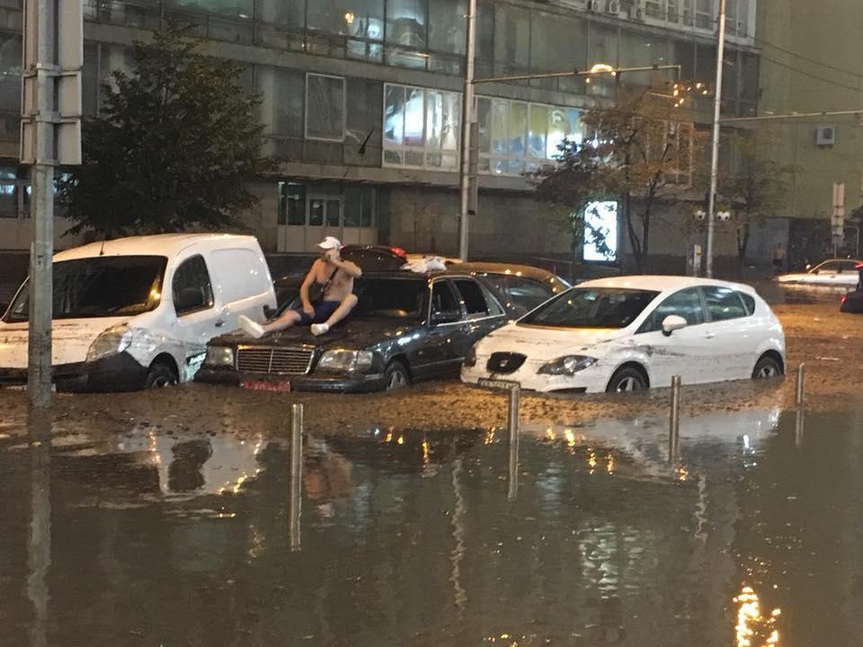 Киев снова затопило из-за ливня (фото, видео)