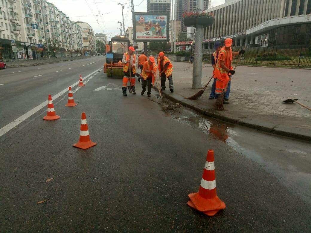 91 единица техники и 178 работников ликвидируют последствия непогоды в Киеве — КГГА (фото)
