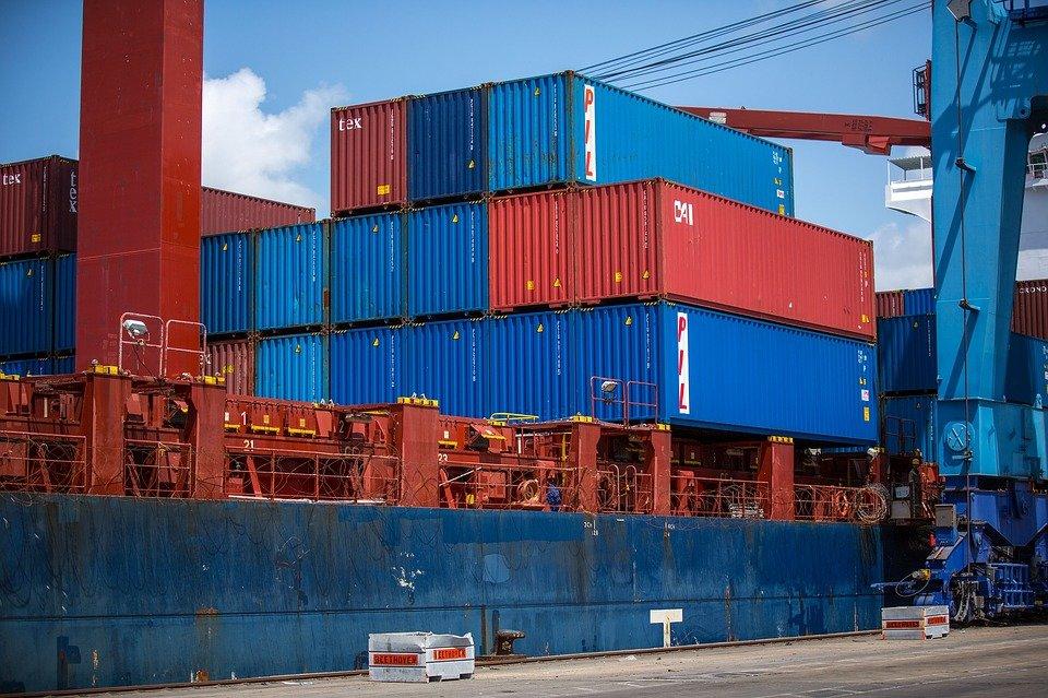 Фискалы пытаются арестовать 15 контейнеров на Одесской таможне