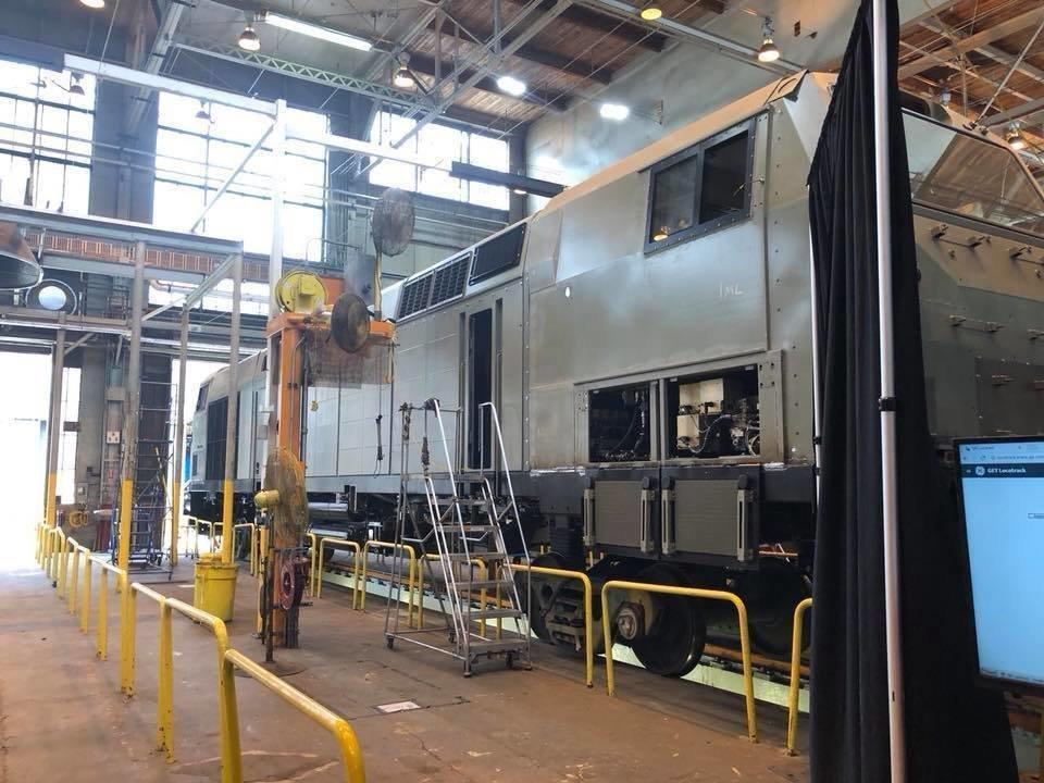 General Electric отправила в Украину первый из 30 локомотивов