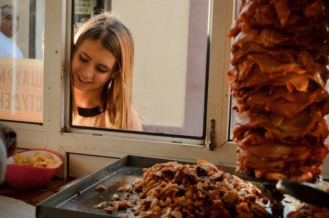 В Киеве уже 60 человек отравились шаурмой