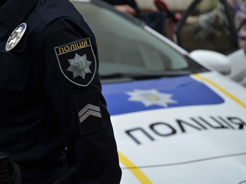 В Киеве полиция предотвратила конфликт на стройке: задержали десятки вооруженных титушек