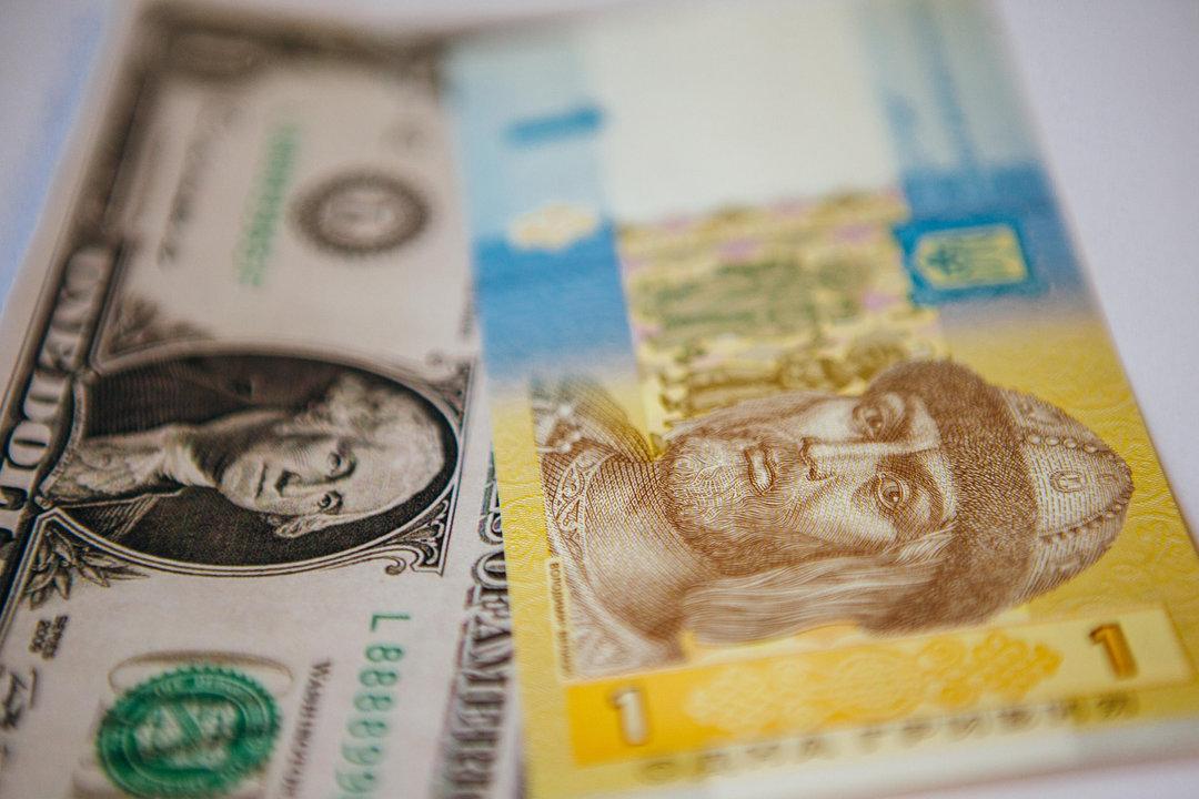 В поддержку гривни: Нацбанк выбросит на рынок еще $100 млн