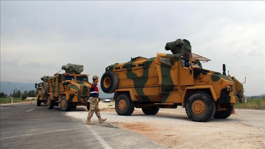 Турция перебрасывает бронетехнику к границам Сирии