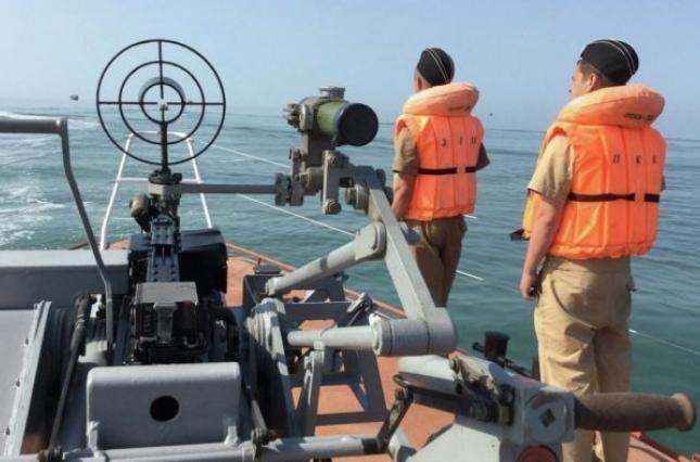 В Крыму пограничники ФСБ России захватили украинское судно