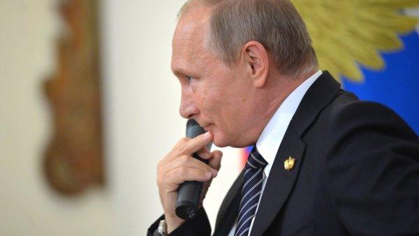 Путин разрешил без согласия клиента блокировать кредитные карты россиян