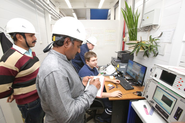 Индийские компании провели инспекцию испытаний высоковольтных вводов на заводе «Изолятор»